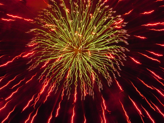 http://www.wafermaneuver.com/nick/img/photo/fireworks2.jpg