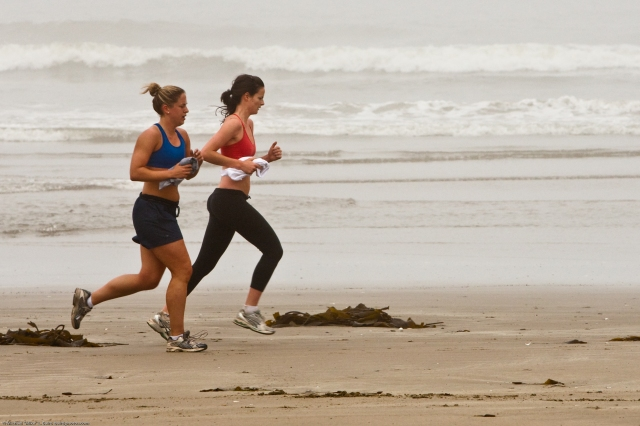 https://upload.wikimedia.org/wikipedia/commons/9/94/Female_joggers_on_foggy_Morro_Strand_State_Beach.jpg