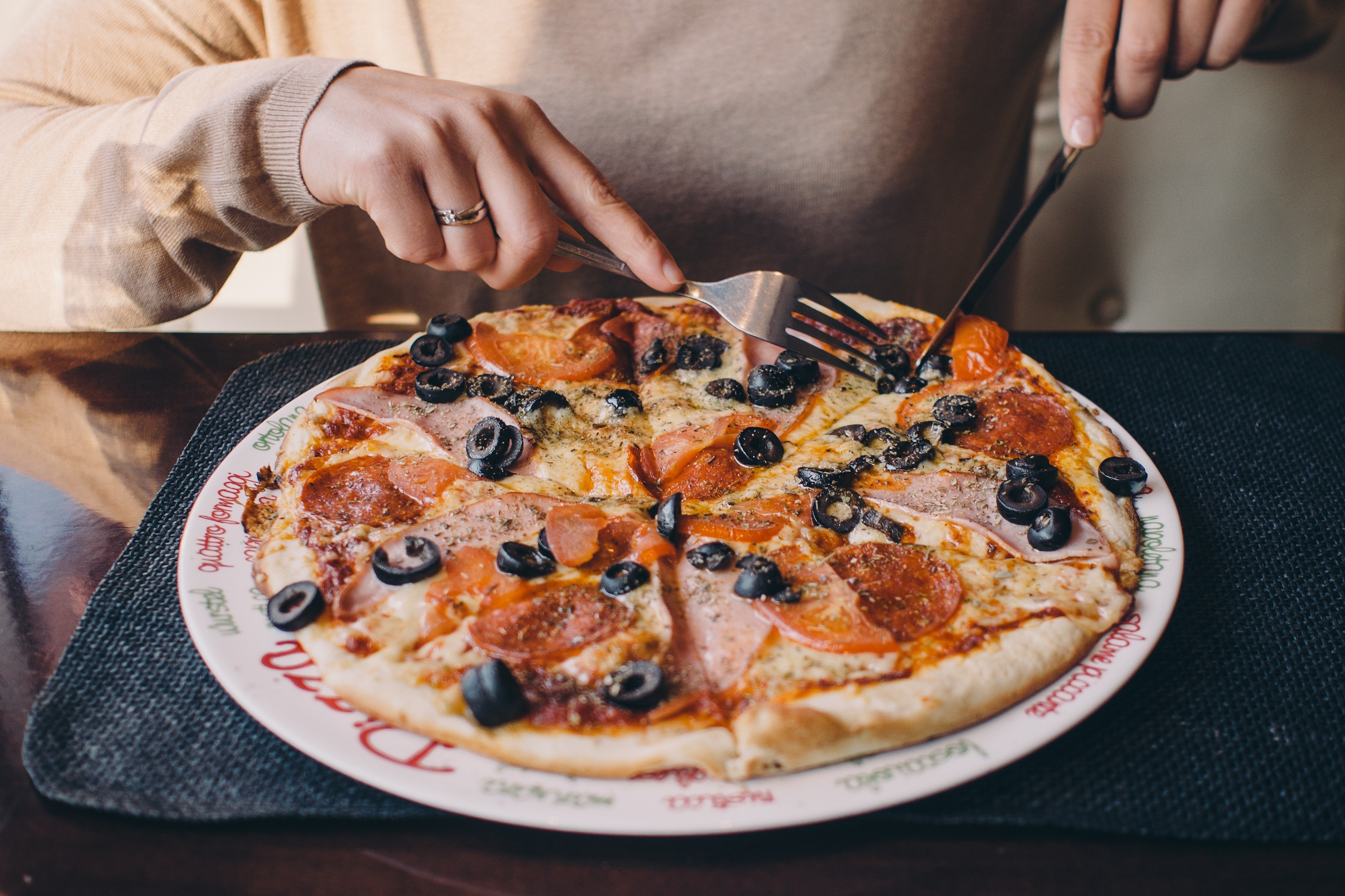 pizza cheese-cutlery-delicious-9708